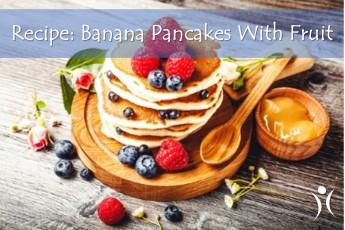 RECIPE: BANANA PANCAKES WITH FRUIT